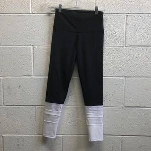 Onzie black & white hi waist crops sz s/m 63701